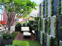 08-right-terrace-with-vertical-planting